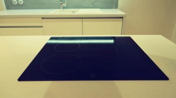 Indukční deska v kuchyňské lince na míru
