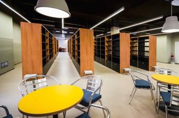 Interiér městské knihovny na míru