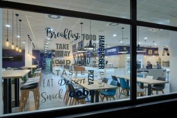 Interiér samoobslužné restaurace na zakázku