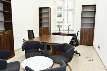 Nábytek do kanceláře Masarykovi univerzity na míru