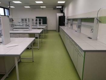 Nábytek do laboratoří na míru