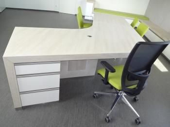 Kancelářský stůl na míru