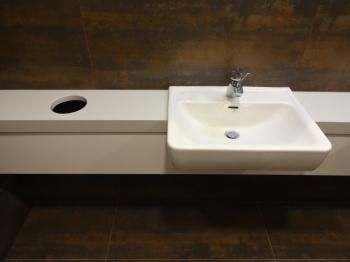Interiér toalet na míru pro společnost Rostěnice a.s.