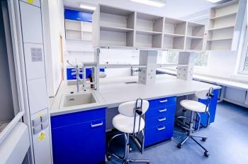 Interiér mikrobiologické laboratoře na míru