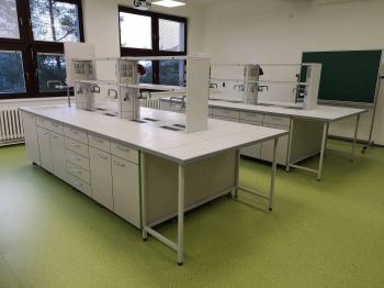 Atypický nábytek do laboratoří na míru