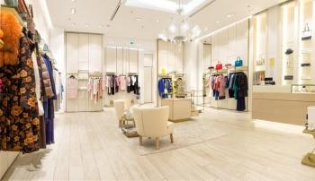 Atypický interiér do luxusní prodejny na míru